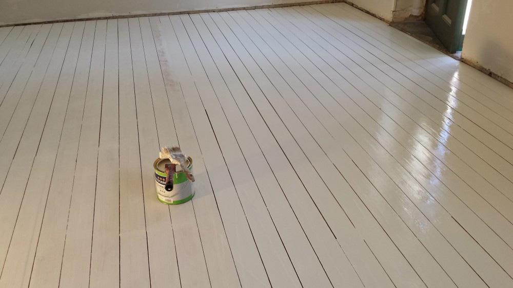 måla trägolv vitt